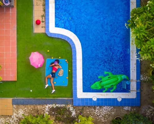 Kunstgras rondom zwembad