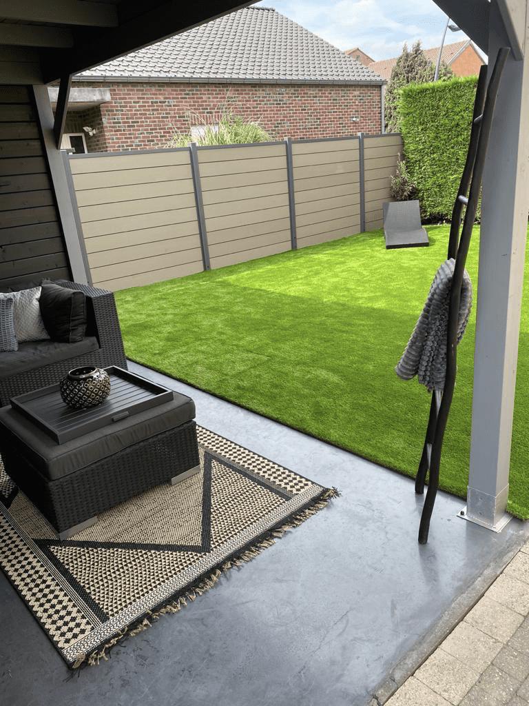 Moderne tuinen met kunstgras